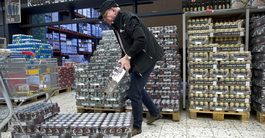 -Arkiv- SE RITZAU Prisstigning og pant på grænsedåser kan være på vej BV.: -Arkiv- SE RITZAU Grænsebutikker går til modangreb: Billigere øl og vand BV.: Grænsehandel Case Bestil BM - Fleggaard i Harrislee