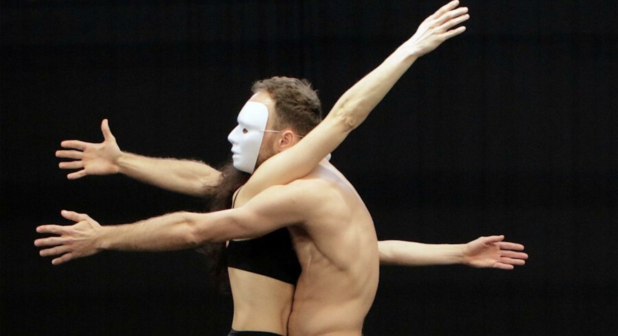 Ballerinaen (Sofia Pintzou) og Charlatan (Mikolaj Karczewski). Foto: Mads Møller
