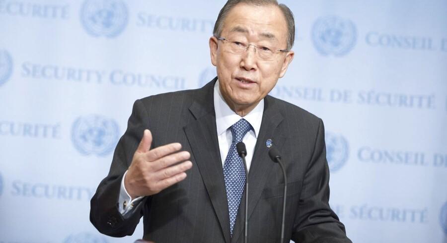 FN's generalsekretær, Ban Ki-moon, forsøger søndag at gyde olie på vandene i Mellemøsten.