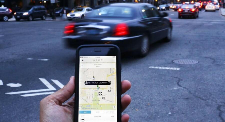 Uber er et amerikansk koncept, der blev stiftet i 2009. Ordningen går ud på, at kunden via sin mobiltelefon kan bestille en kørsel, der i snit er 20 til 30 procent billigere end en tur med almindelig taxi. (Arkivfoto)