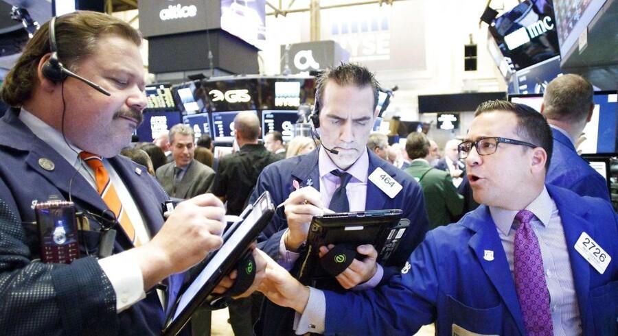 Arkivfoto. Banker og råvareselskaber lyser op i rødt marked