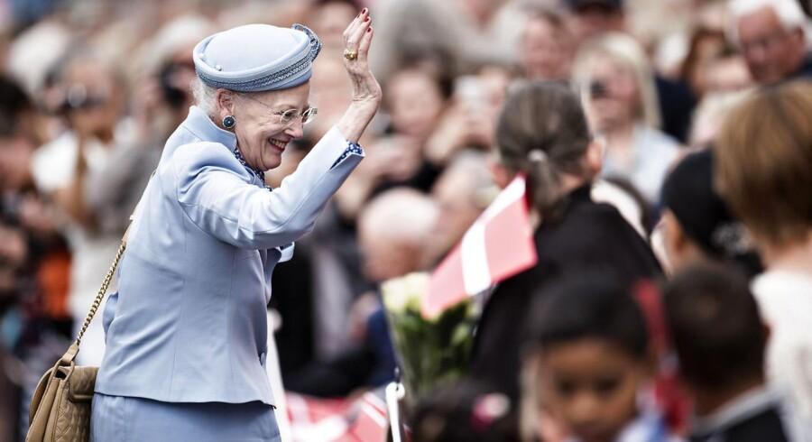Dronning Margrethe besøger Lolland onsdag den 1. juni 2016 i forbindelse med sommertogt med Kongeskibet Dannebrog. Her ankommer hun til Nakskov.