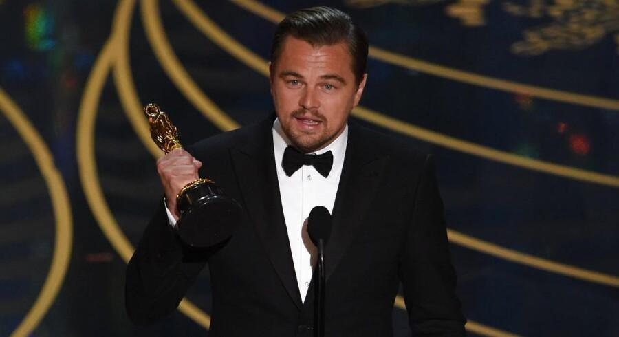 Leonardo DiCaprio modtog som ventet en statuette for bedste mandlige hovedrolle ved årets Oscar-uddeling, som løb af stabelen i Hollywood natten til mandag (dansk tid).