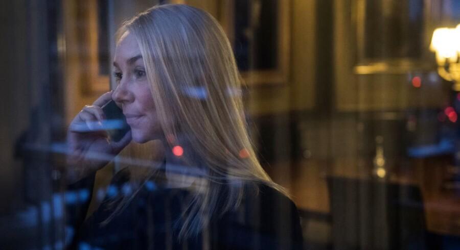 Brydningstid: Katrine Mitens senior vice president i Danske Bank omgivet af hedengangne topchefer. Hun afviser ikke, at hun en dag kunne blive administrerende direktør. Foto: Søren Bidstrup