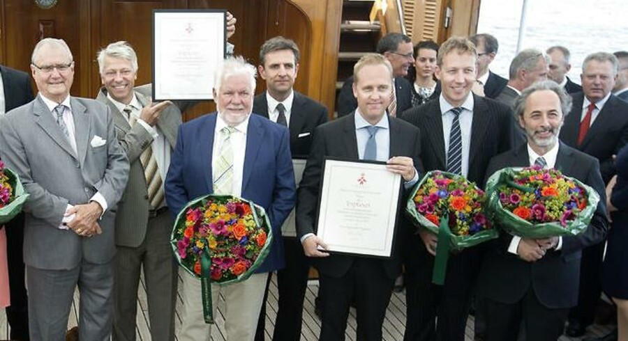 Nikolaj Deichmann og Tais Clausen ses her anden- og tredjeyderst fra højre på Kongeskibet i forbindelse med, at H.K.H. Prins Henrik i 2014 overrakte Kong Frederik den Niendes Hæderspris for fortjenstfuld indsats til fem eksportvirksomheder, herunder til 3Shape Holdning.