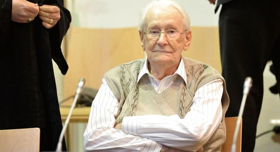 Den tidligere officer i Auschwitz, Oskar Gröning i retten.