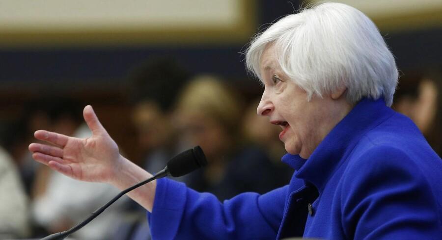 De amerikanske aktiemarkeder viste sig fra den stærkt varierede side onsdag, hvor kongreshøringen med centralbankchef Janet Yellen i vid udstrækning lagde beslag på investorernes intellektuelle kapacitet.