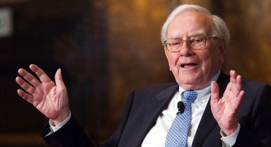 »Det betaler sig at være grådige, når andre ikke tør.« Det er essensen af en investeringsstrategi, der har været særdeles indbringende for Warren Buffett de seneste år.