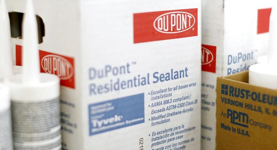Dupont er konkurrent til danske Chr. Hansen inden for blandt andet ingredienser og plantebeskyttelse, mens Novozymes også er en konkurrerende spiller på visse forretningsområder.