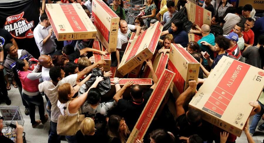 Arkivfoto fra en udenlandsk Black Friday, der er kendt for at være en dag, der får mange ud ad døren for at shoppe til gode priser. Om 'Singles Day' bliver ligeså vildt i Danmark, vil tiden vise.
