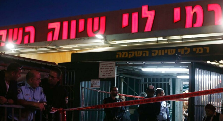 En israelsk mand er død efter et knivangreb.