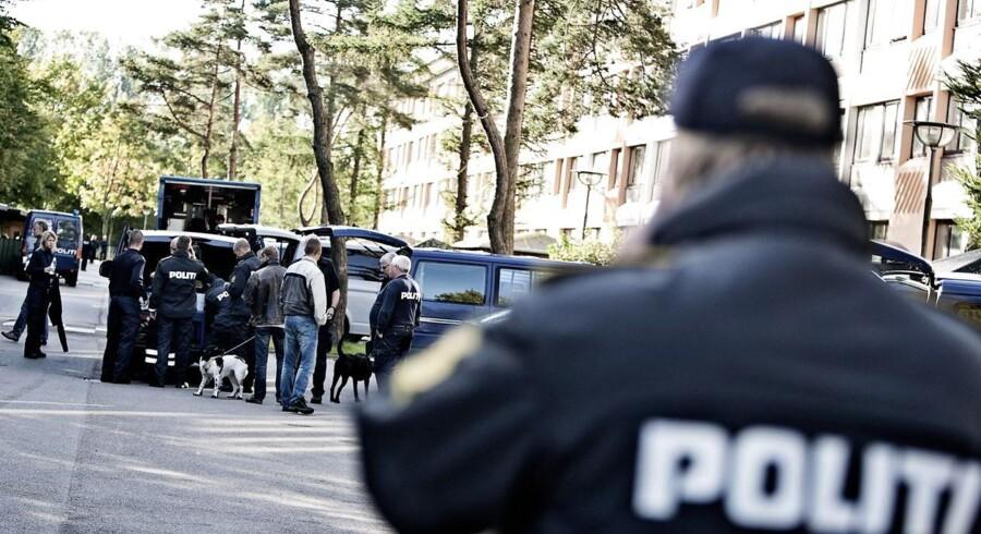 ARKIVFOTO: En politibetjent, der skyder en civil person, ender sjældent på anklagebænken. Og endnu mere sjældent er det, at en tiltalt betjent bliver dømt. Det viser en gennemgang af sager, hvor politiet skyder, som Radio24syv har lavet.
