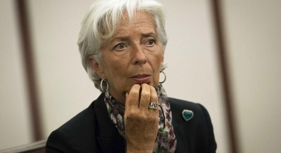 Sagen stammer fra Largardes tid som borgerlig fransk finansminister og omhandler håndteringen af Frankrigs økonomiske håndsrækning på 400 mio. euro til den franske forretningsmand og politiker Bernard Tapie i 2008.