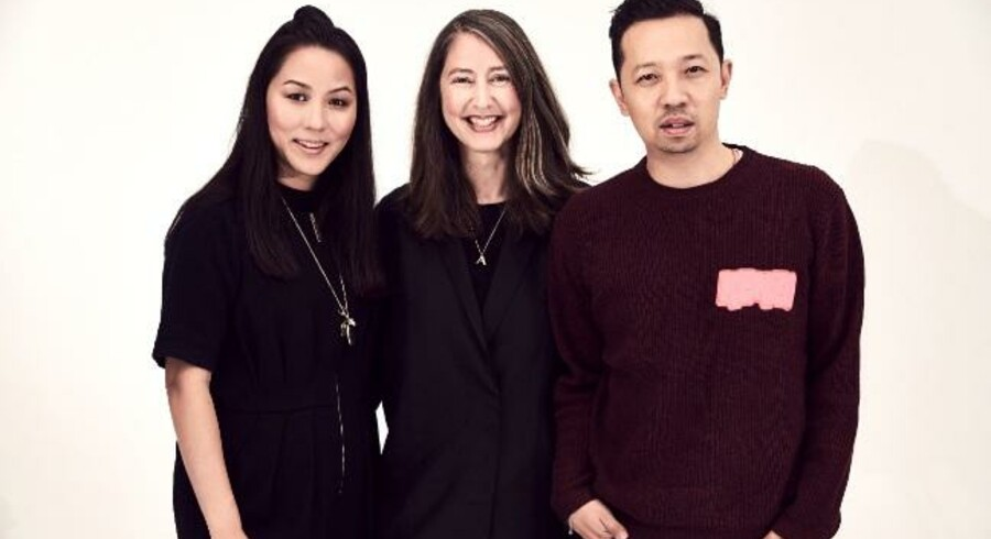 Carol Lim (tv.) og Humberto Leon (th.), der er kreative direktører ved Kenzo sammen med kreativ rådgiver Ann-Sofie Johansson fra H&M.