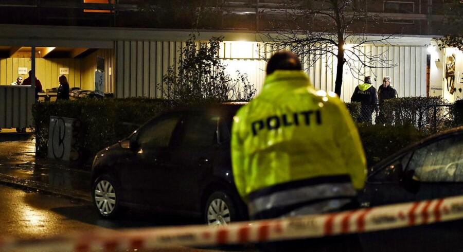 Arkivfoto fra 11. november 2015, hvor politiet fandt tre personer dræbt i en lejlighed på Frederiksberg.