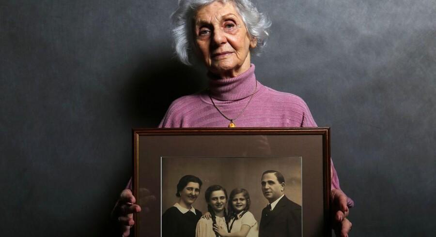 Den 27. januar bliver halvfjerdsårsjubilæet for befrielsen af Auschwitz fejret. I den anledning har vi samlet en række personlige portrætter af nogle af de overlevende.Her er det den 90-årige Eva Fahidi, som holder et billede af sin familie der blev dræbt i koncentrationslejren.