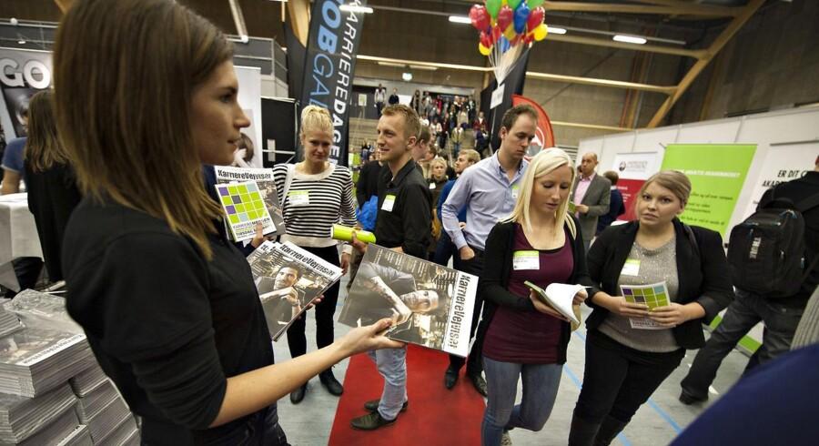 Arkivfoto fra »Karrieredage«-messen i Gigantium i Aalborg. Her orienterer 65 virksomheder om studiejob og karrieremuligheder i netop deres virksomhed eller organisation. Over halvdelen af virksomhederne har konkrete studiejob med , studiejob tæller godt på CV-et når de studerende efter eksamen skal ud og søge deres fremtidige job. 8000 studerende ventes at kigge forbi messen der i de følgende dage drager til Aarhus, Odense og København.