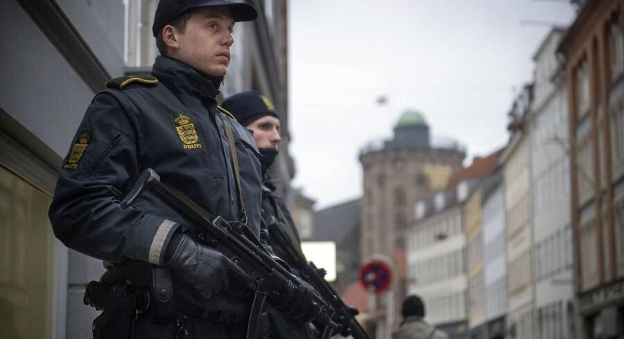 Synagogen i Krystalgade vil fortsat blive mandsopfækket af fysisk politi. Foto: Søren Bidstrup