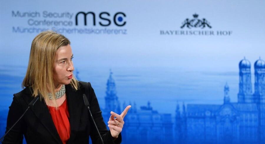 EUs udenrigspolitiske chef, Federica Mogherini, siger ifølge Reuters, at en beslutning om at stramme sanktionerne vil afhænge af, om der indgås en våbenhvile i Ukraine.