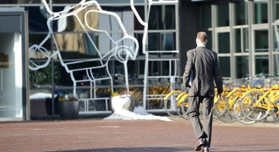 Legos hopvedkvarter i Billund. Her ses direktør Jørgen Vig Knudstorp på vej til domicilet.