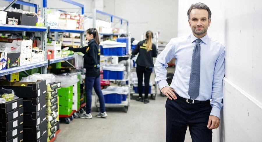 Nemlig.com tæt på at runde en milliard. Det fremadstormende online-supermarked når milliardomsætning i år, siger stifter Stefan Plenge. Virksomheden må dog æde et stort tab efter massive investeringer.