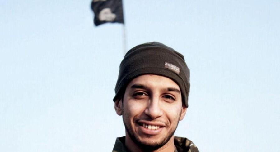 Abdelhamid Abaaoud fotograferet til Islamisk Stats magasin Dabiq.