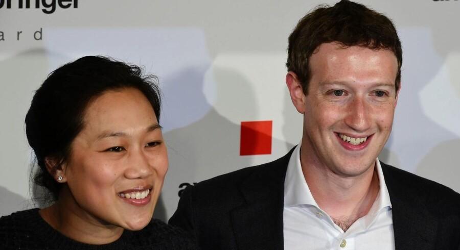 Mark Zuckerberg og hustruen Priscilla Chan i Berlin 25. februar