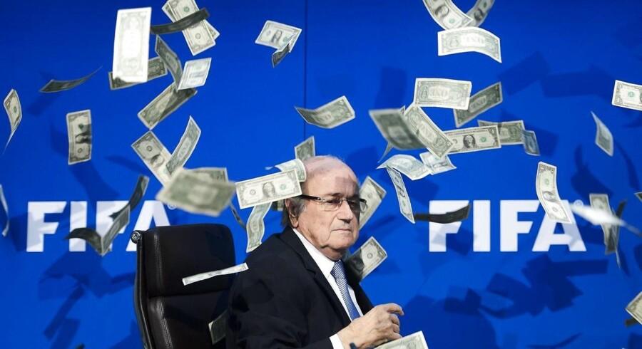 Den 79-årige Sepp Blatter siger til det tyske magasin Bunte, at han nu fokuserer på at få renset sit navn.