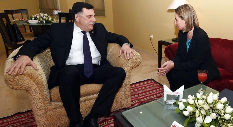 Libyens premierminister Fayez al-Sarraj i samtale med EUs udenrigschef Federica Mogherini.