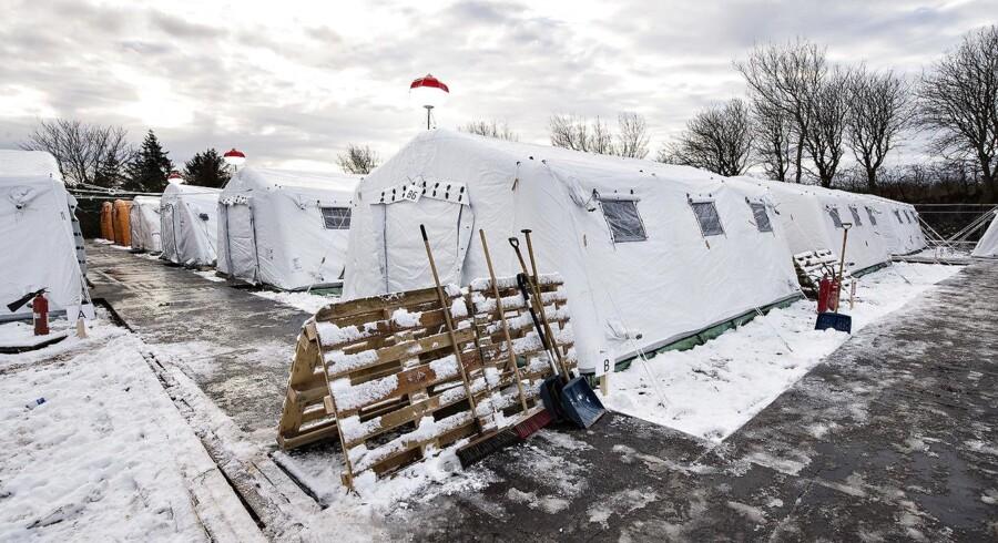 ARKIVFOTO af flygtningelejr hos Beredskabscenter Thisted. Lejren består af små lejligheder i gymnastiksalen, diverse rum og telte. Her ses teltpladsen.