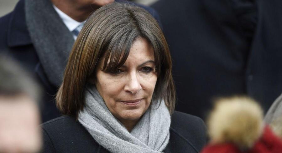 Paris' borgmester, Anne Hidalgo, er sur på amerikanske Fox News. Et søgsmål er på vej for at have krænket Paris' ære.