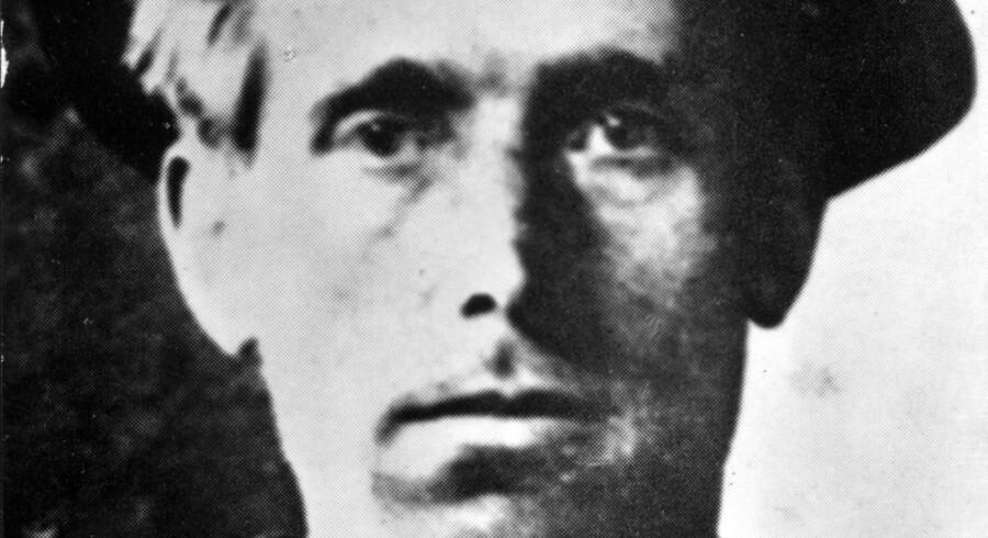 Hans egentlige navn var Joel Emmanuel Hägglund. Men for at amerikanerne ikke skulle få ham galt i halsen, kaldte han sig først Joseph Hillstrom og siden det endnu mere mundrette Joe Hill. Foto taget efter arrestationen i Salt Lake City i 1914. Foto: Scanpix
