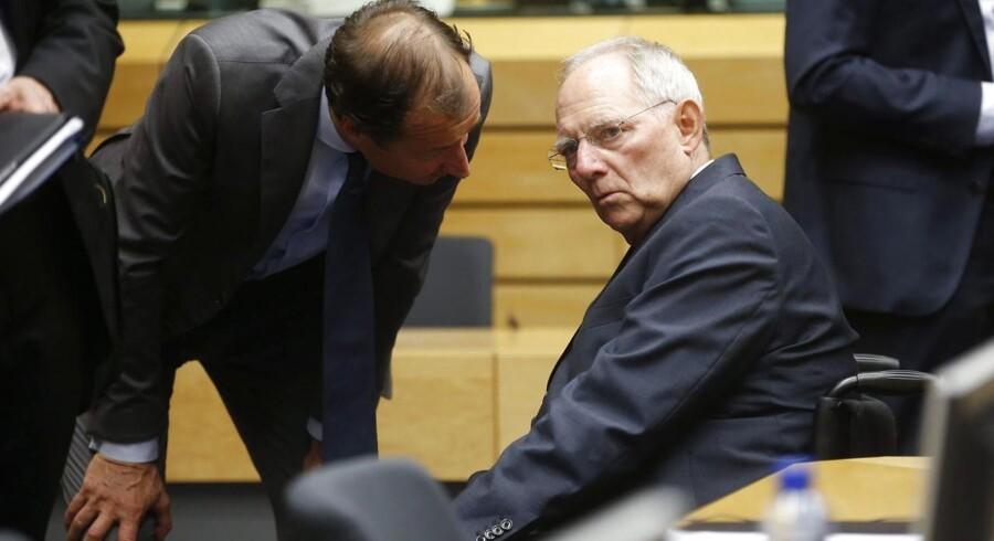 Tysklands finansminister Wolfgang Schäuble (til højre) har angiveligt en plan klar, hvor Grækenland træder midlertidigt ud af euroen.