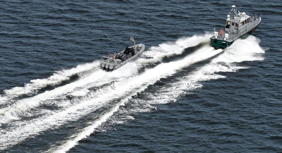 Den finske kystvagt på jagt efter det, der muligvis er en fremmed ubåd.