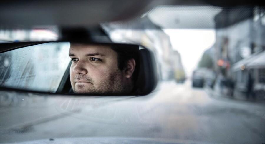Uber. Uber-chauffør Ali kører videre til trods for, at Østre Landsret stadfæster byrettens dom og idømmer en Uber-chauffør bødestraf for ulovlig taxikørsel.