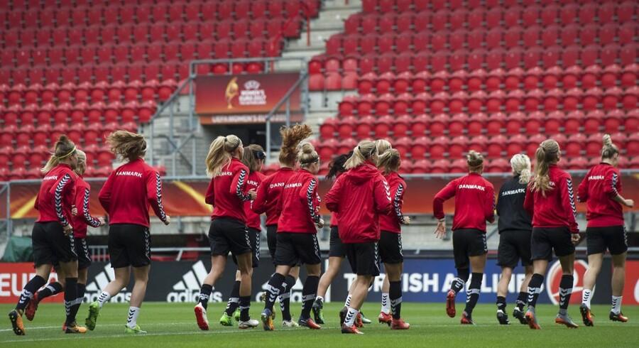 Arkivfoto: Det danske kvindelandshold vandt en sølvmedalje i årets Europamesterskab i kvindefodbold - det bedste resultatet i dansk kvindefodbold nogensinde.