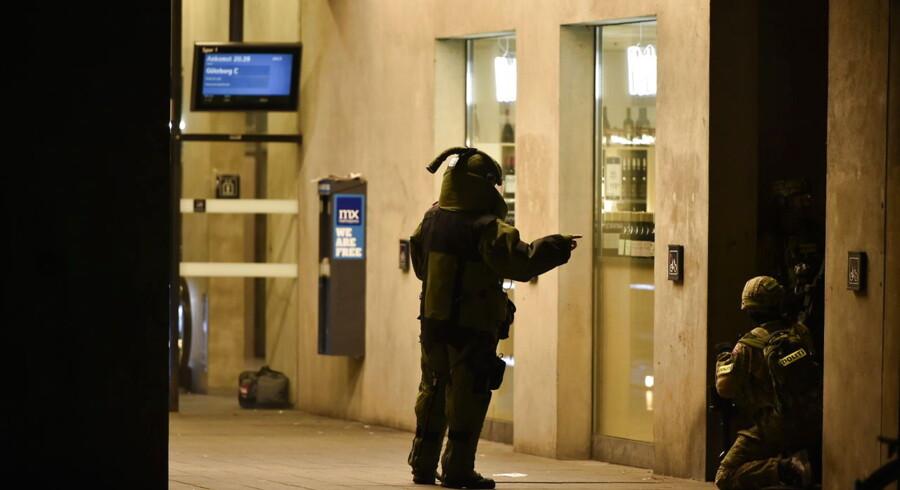 Politiet ved Østerport fredag aften.