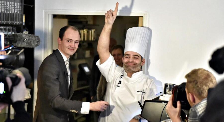 Michelinstjerner til Århus. Restauranterne Frederikshøj, Gastromè og Substans fik torsdag hver en Michelinstjerne. På billedet er det køkkenchefen på Frederikshøj Wasim Halal og personale der fejrer hædren