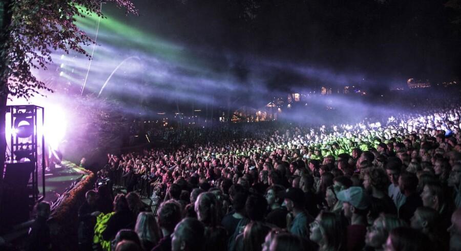 Zara Larsson spillede for en tætpakket bøgescene lørdag aften på Smukfest.