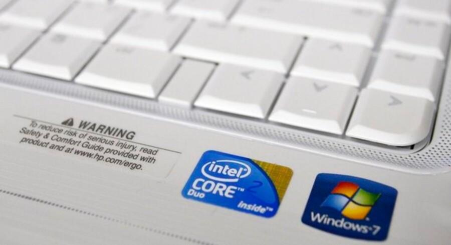 Der er Intel indeni - og det er der tilsyneladende en god grund til. Verdens største producent af computerchips anklages - igen - for at bestikke PC-fabrikanterne til at holde konkurrenten ude. Foto: Joshua Lott, Reuters/Scanpix