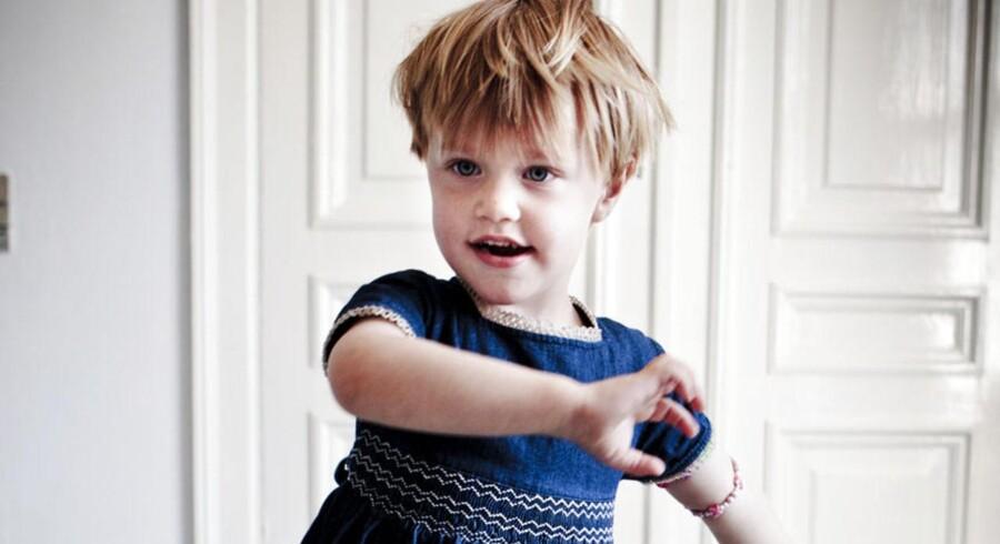 Herbert er tre et halvt og tosset med kjoler. Hans mor og far giver ham lov til at tage kjole på i børnehave, hvis han har lyst til det. De mener, det handler om leg.