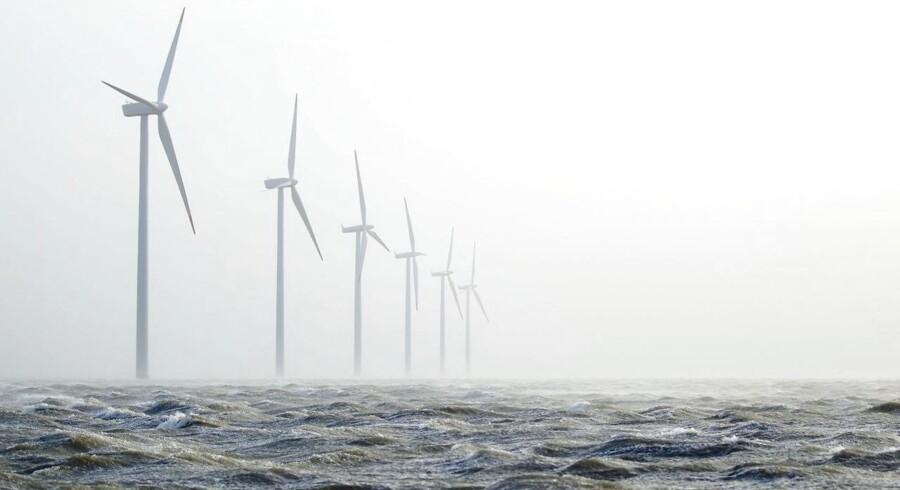 Storm over Limfjorden ved Rønland vindmøllerne søndag d. 27 november 2011. (Foto: Johan Gadegaard/Scanpix 2011)