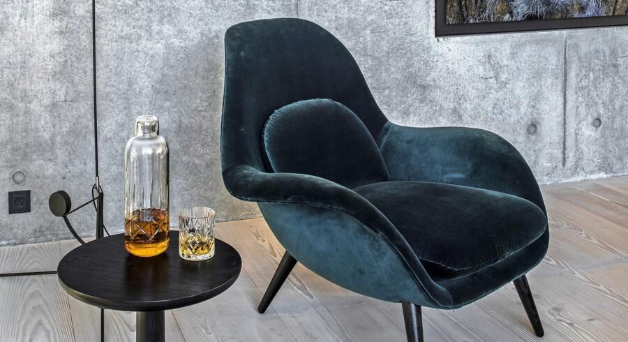 En blød lænestol, et sidebord til en kop kaffe og en god lampe er hovedelementerne til dit læsehjørne. Fredericia Furnitures Swoon-stol, der er designet af Space Copenhagen, er et oplagt bud på din nye favoritstol.