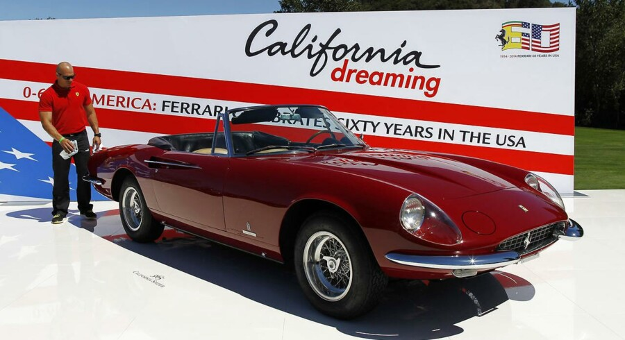 En klassisk Ferrari pudses under The Quail, et bilshow i Carmel, Californien i august 2014. REUTERS/Michael Fiala
