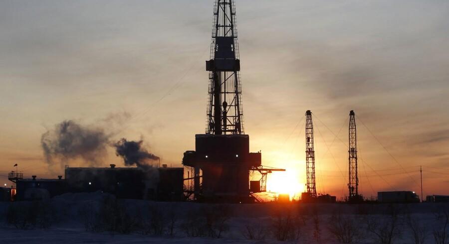 Den russiske rubel ligger svækket, efter at verdens to største eksportører af råolie, Saudi-Arabien og Rusland, har indgået en aftale om at fastfryse olieproduktion på januar-niveau. Arkivfoto.