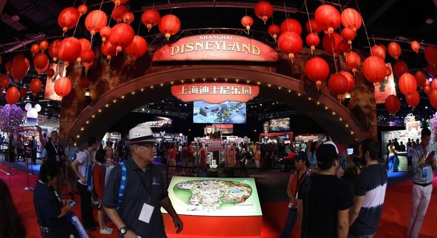 ARKIVFOTO. Lego vil fremtidssikre succesen på det kinesiske marked ved at rykke tættere på forbrugerne. Den første store butik åbner i Disneyland i Shanghai næste forår.