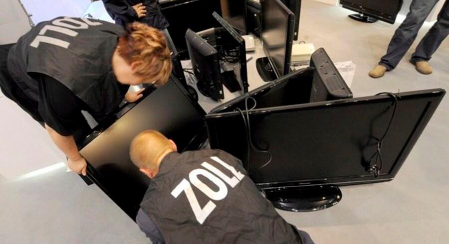 Ved åbningen af sidste års IFA-messe i Berlin lukkede tyske toldere flere især asiatiske stande med tvivlsomme kopiprodukter som MP3-afspillere, digitale TV-modtagere og TV-apparater. Foto: Rainer Jensen, EPA/Scanpix