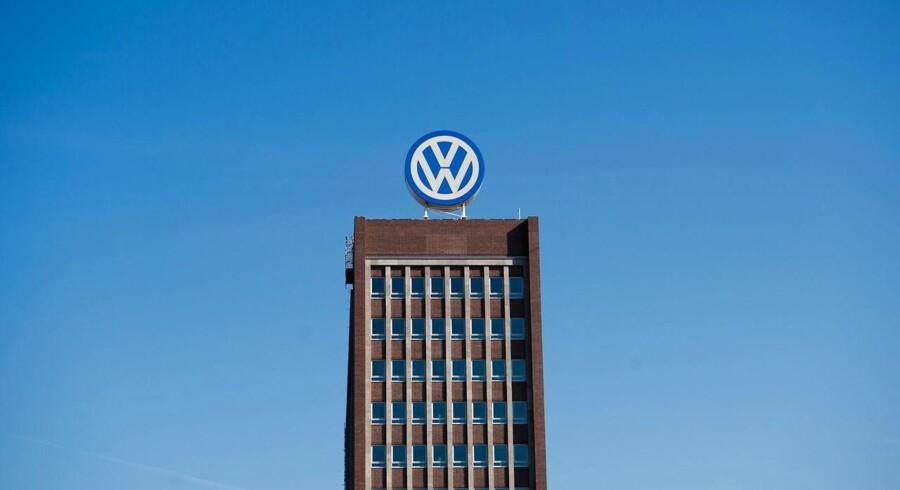 Den tyske bilproducent Volkswagen taber fortsat terræn til rivalerne på det europæiske marked, efter at det sidste år kom frem, at selskabet havde snydt med test af udledningen fra dets dieselbiler.