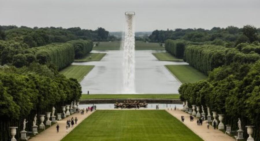 Olafur Eliassons kunstprojekt - et stort vandfald foran Versailles-slottet i Paris er tirsdag åbnet for de besøgende. Free/Free