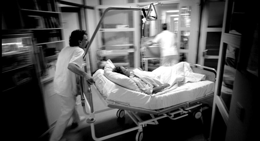 Dansk Kræftpatient, Yvonne, køres til kemoterapi på et tysk hospital.